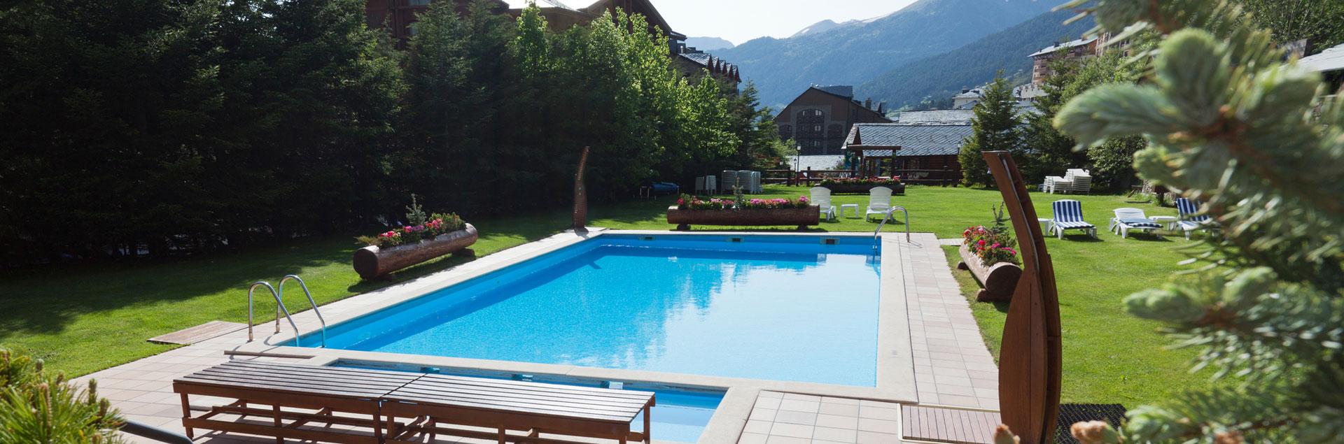 Piscine ext rieure sport hotels andorre for Piscine andorre