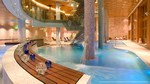 Grand spa avec zones de relaxation